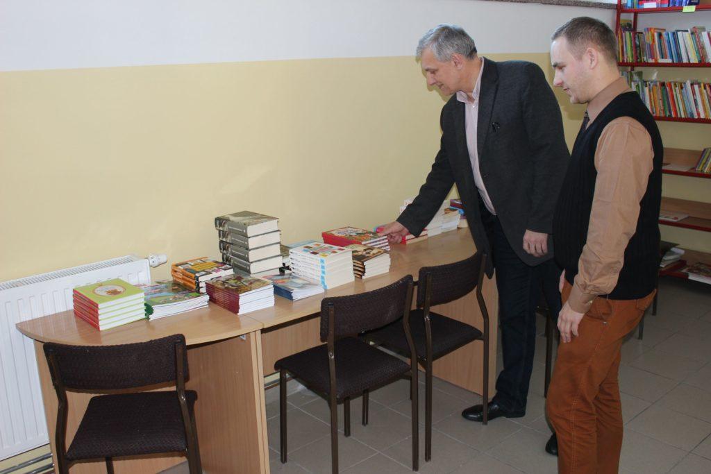 Przekazanie książek Szkole Podstawowej w Grodziszczu